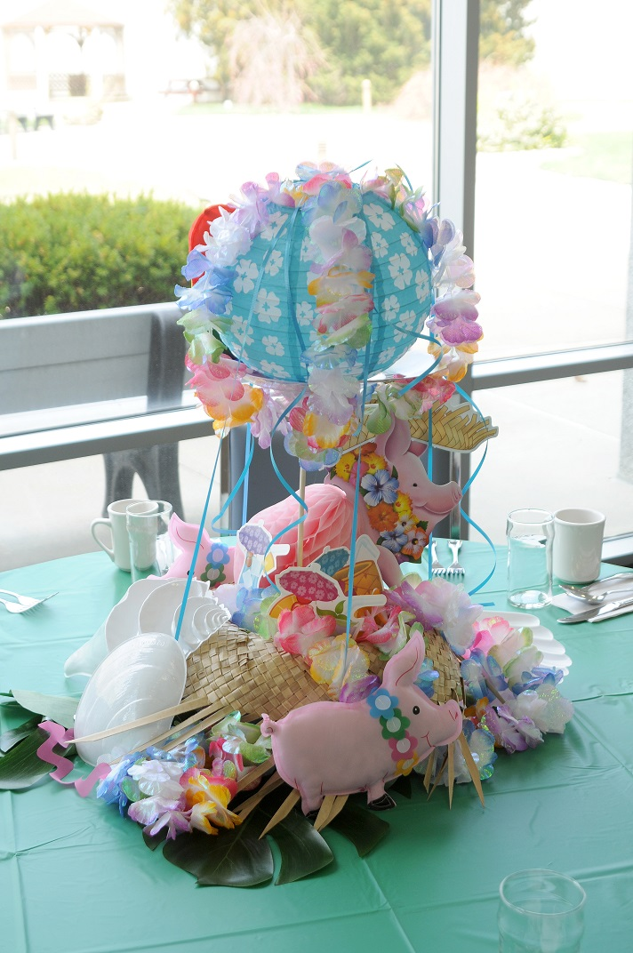 Diy luau centerpiece ideas partycheap for Hawaiin decorations