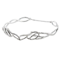 This Silver Metal Crown with chain clasp is a great accessory for your medieval, fantasy or cosplay costume.